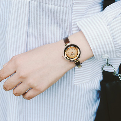 Star with the watch watch female students Korean version of the simple trend of ulzzang leisure atmosphere retro belt female table