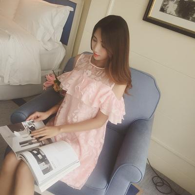 韩国荷叶边花朵甜美女人味露肩粉色减龄宽松中长款欧根纱连衣裙女