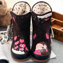 查看冬季中学生靴女棉鞋学生雪地靴女韩版潮平跟短筒短靴女靴防滑手绘