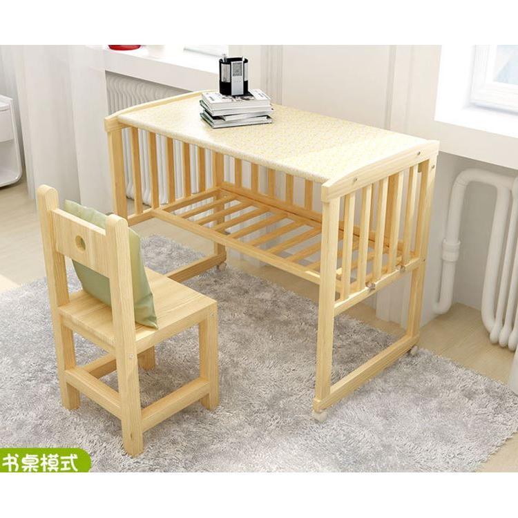 Το κορίτσι, το αγόρι με τα παιδιά στο κρεβάτι μωρό μου κρεβάτι το κιγκλίδωμα πριγκίπισσα βρεφικό κρεβάτι διεύρυνση με μονό κρεβάτι ξύλινο κρεβάτι
