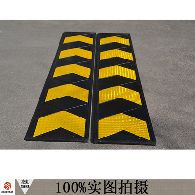 Garage entrance rubber corner skirting line guide signs signs reflecting sign traffic facilities