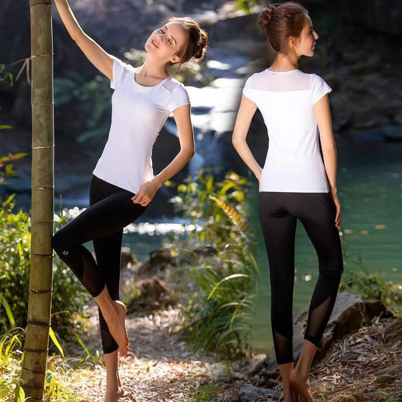 Summer and spring new fitness show thin fashion sports professional tight running female short sleeve seven point pants Yoga suit