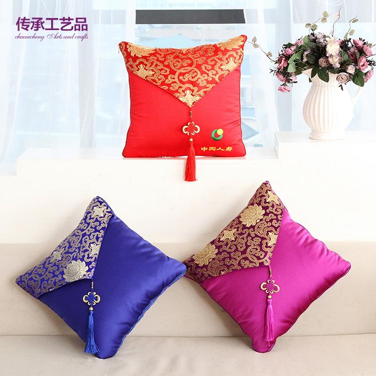 Personnalisation de cadeaux promotionnels festif chinois de noeud de sécurité sont à double usage est la voiture de coussin coussin coussin Chinois vent