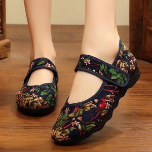 老太太老北京布鞋女老人新款防滑软底奶奶鞋中老年人妈妈绣花鞋子