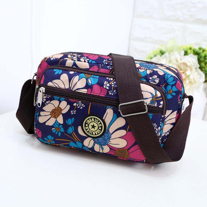 新款韩版单肩妈妈小花布包中年女包包休闲尼龙帆布包中老年斜挎包