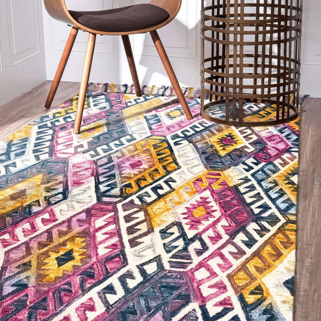a szőnyeg gyapjú szőnyegen egy indiai szőnyeg nappaliban szörnyű asztalt kézzel SAMBA mellett takaró.