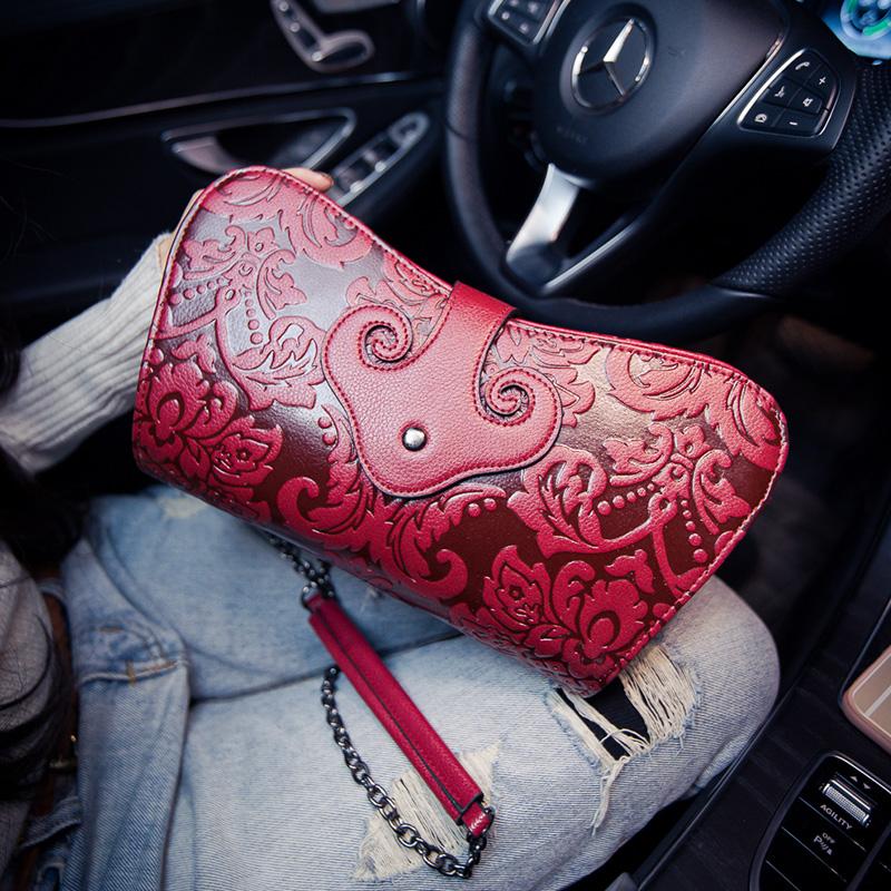 紅色女包手拿包2018新款大容量手包女士鏈條包民族風壓花百搭單肩斜挎