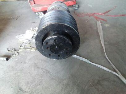 Bulk cement tank car fittings, bridge assembly, the main vehicle takes the bridge pulley, the pulley drive across the bridge