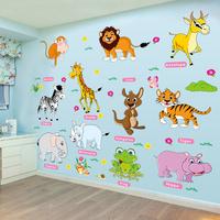 az iskola. az elrendezése az üvegfal, a gyermekek az állat alakú matricák dekorációs fal matricát.