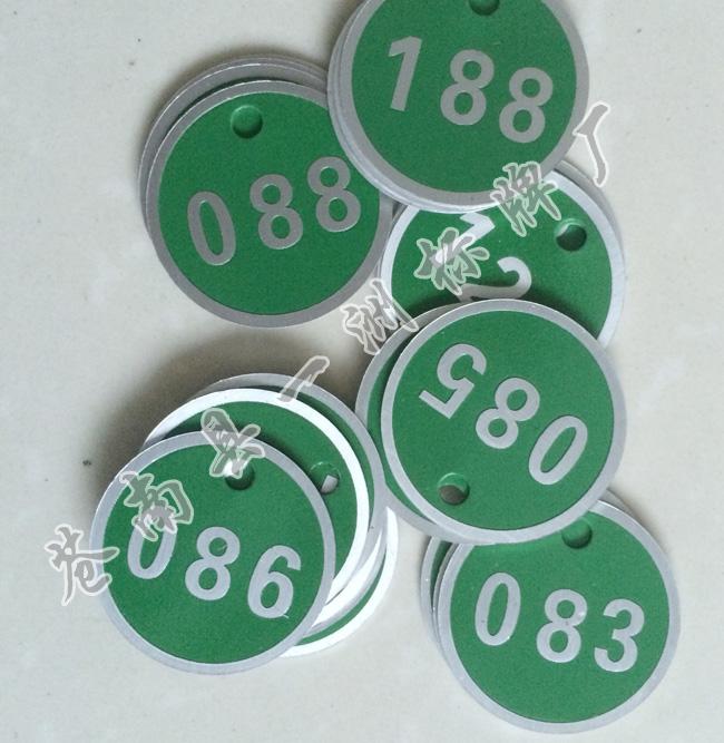 Los fabricantes a medida de metal de aluminio el número de tarjeta y un restaurante etiqueta grabado el número de tarjetas tarjeta tarjeta tarjeta