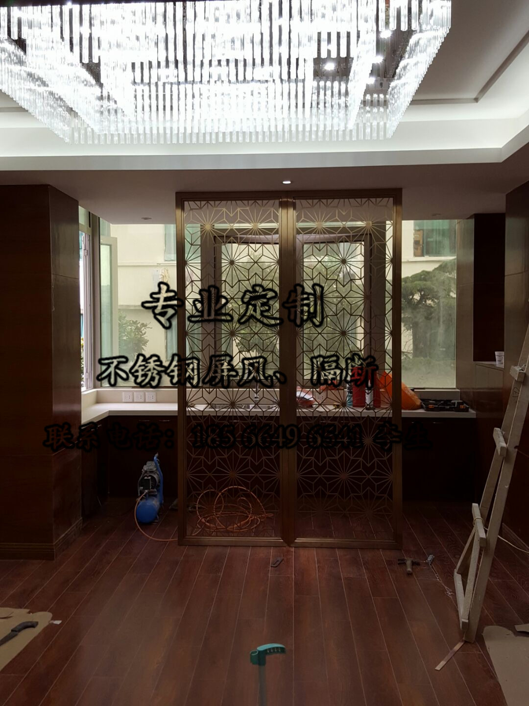 The living room stainless steel screen partition hollow carved tracery screen modern entrance hotel stainless steel folding custom