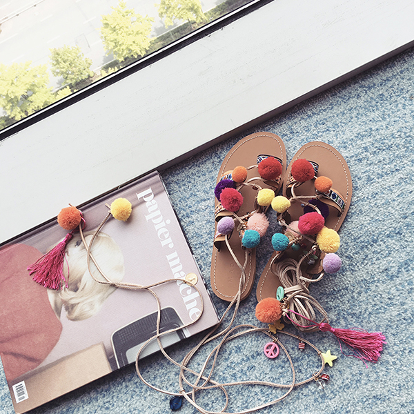 凉鞋女夏2017新款绑带毛球罗马沙滩平底夹脚趾学院时尚民族风韩国