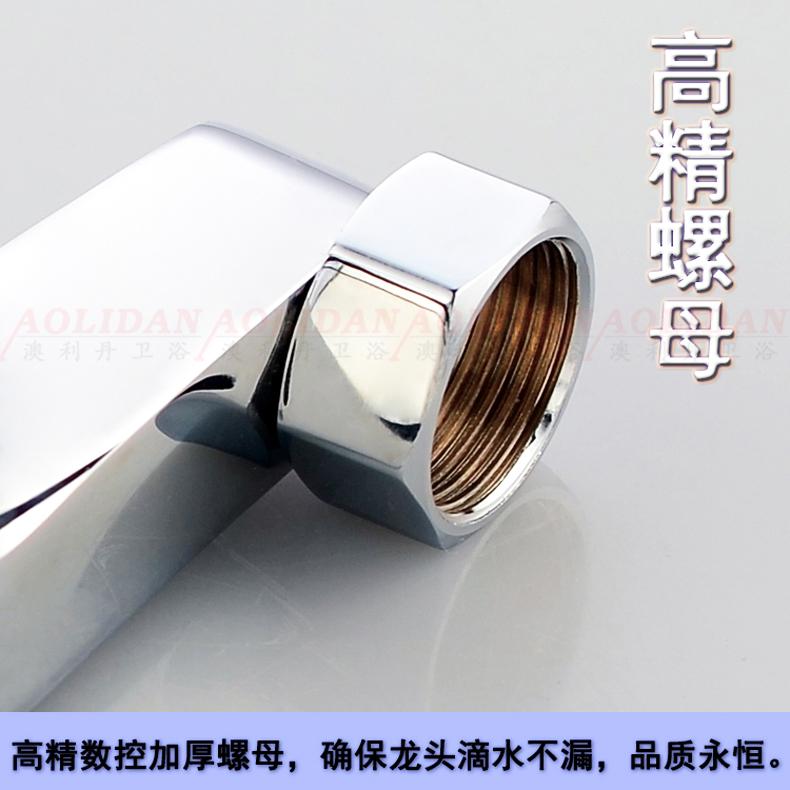 The bathtub faucet copper concealed shower faucet bathroom set temperature antifreezing triple mixing valve faucet