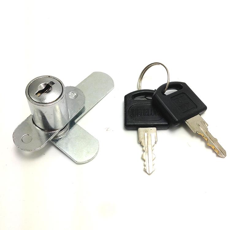 Een kast op slot la op slot... 208 kast op slot op die deur op slot open de kast op slot.