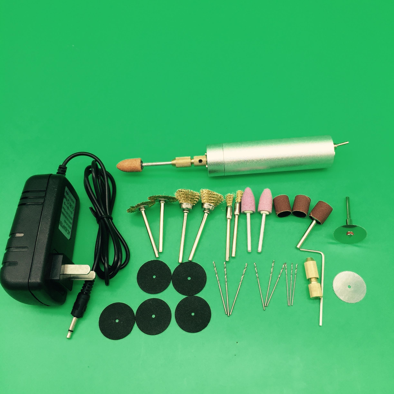 La cassetta degli attrezzi per gestire La macchina con un trapano elettrico domestico noioso incisione Manuale inserito un po 'di una presa Elettrica
