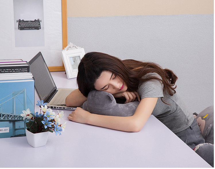 Shipping detachable neck pillow pillow household microwave oven adult cervical pillow pillow silicone U
