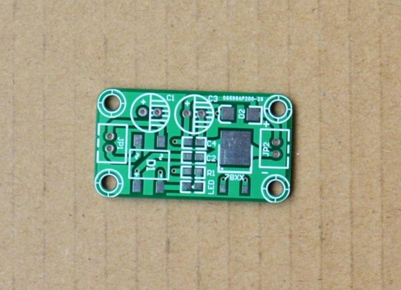 유니버설 겸용 형 7805 안정화 모듈 / 정말 직접 받아 변압기 (PCB 빈 접시)