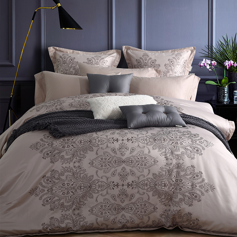 The wind light luxury European simple lattice silk four sets of noble green wine red silver more than sets of bedding