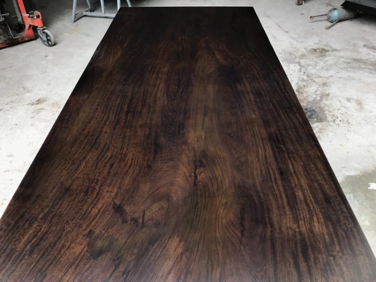 Black spot de dalles de table en rondins de bois à thé thé tout projet de dalles sans couture de bureau