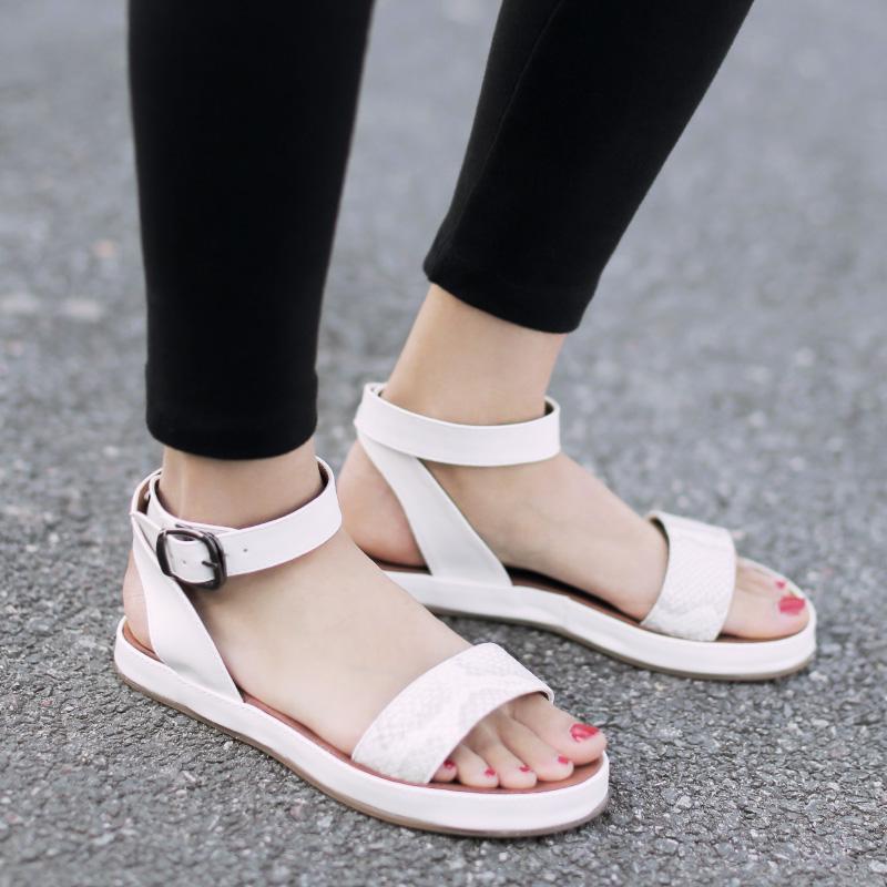 白色35小p良品鋪 女鞋一字式扣帶平底涼鞋豹紋露趾休閑女士涼鞋