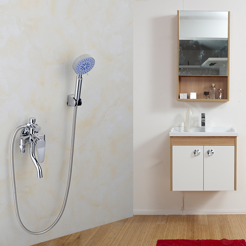 The copper solar electric water heater mixing valve with the hot and cold water faucet shower faucet switch off