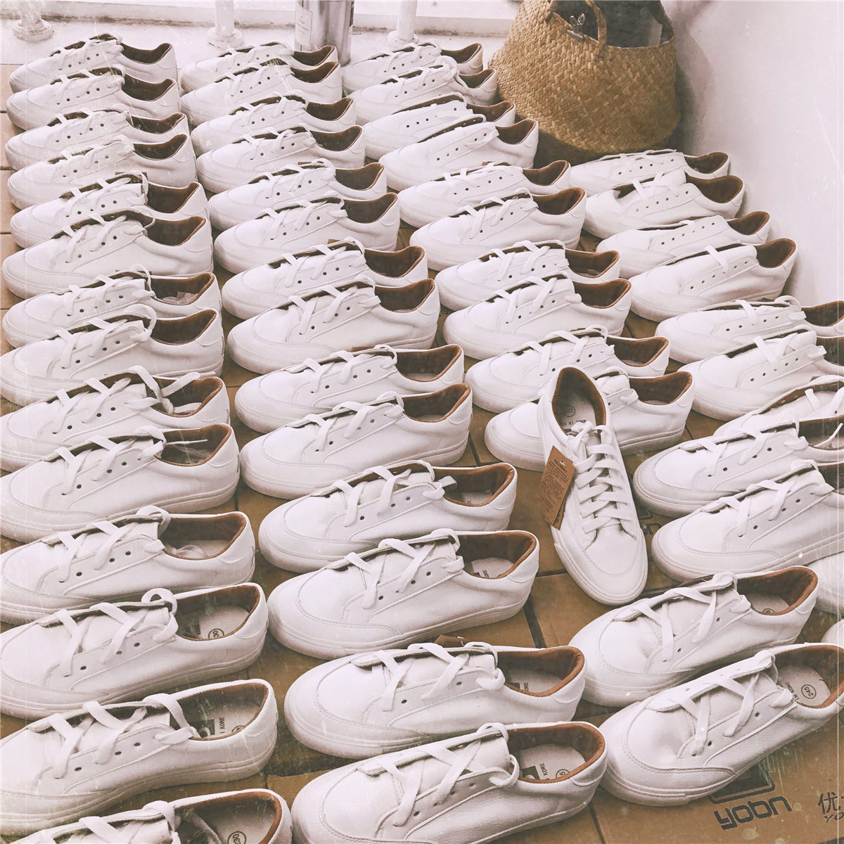 秋鼕季新款女鞋港風板鞋街拍小白鞋百搭學生休閑韓版ins帆布鞋子