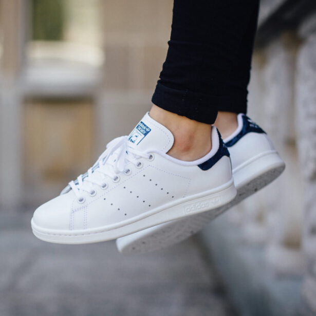 Ying Baoli, British purchasing Adidas Smith blue tail funny small white shoes, casual shoes, sports shoes