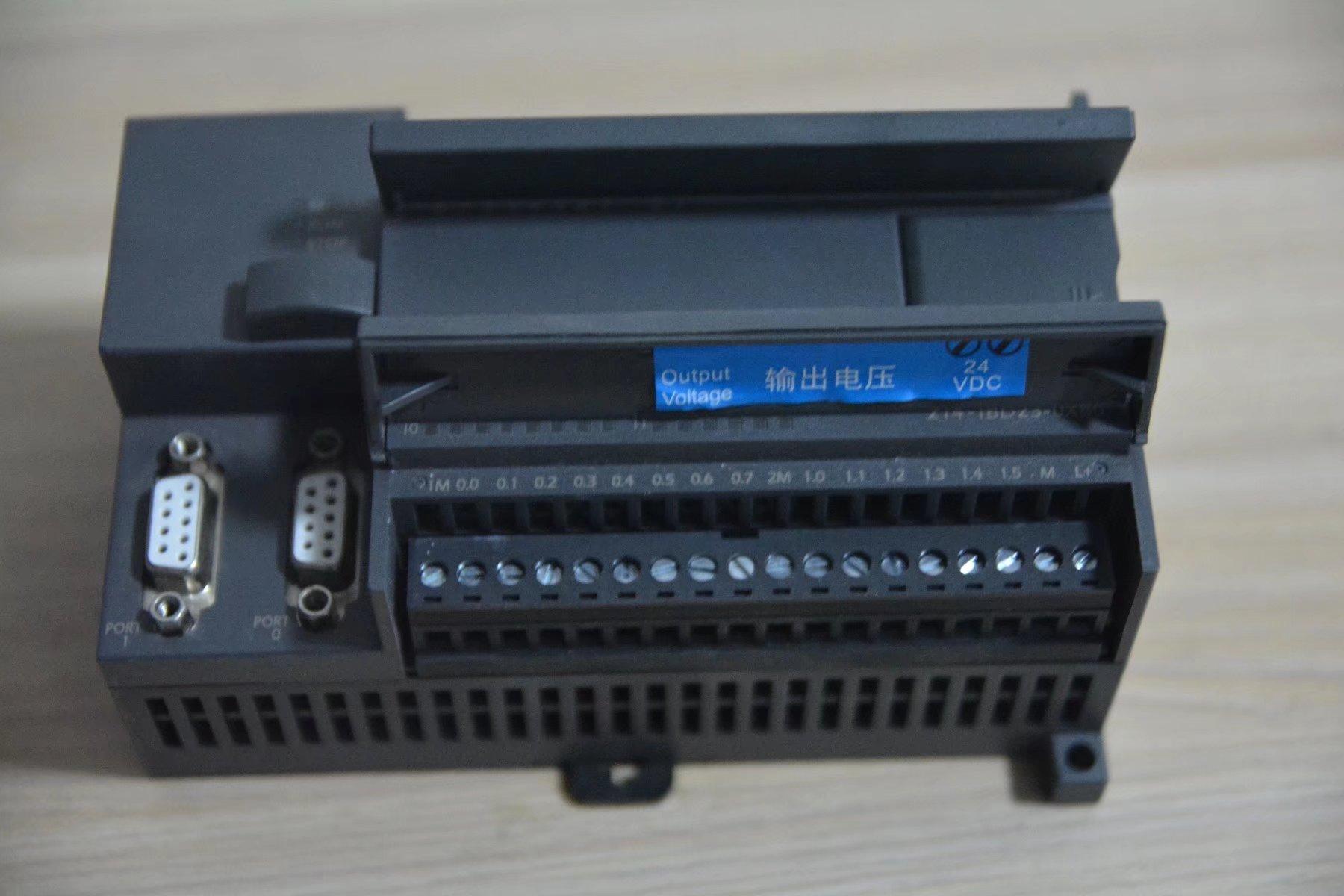 国産互換シーメンスPLCS7-200CPU224XP帯485通信コントローラ労働者の訴える板
