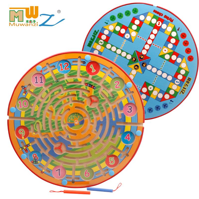 lili trä. stora barn - barn och två magnetiska leksaker pussel i en labyrint av magnetiska flygande pennan.