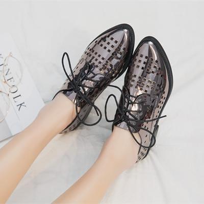 2017夏季英伦风尖头单鞋女中粗跟镂空小皮鞋黑色漆皮系带女鞋透气