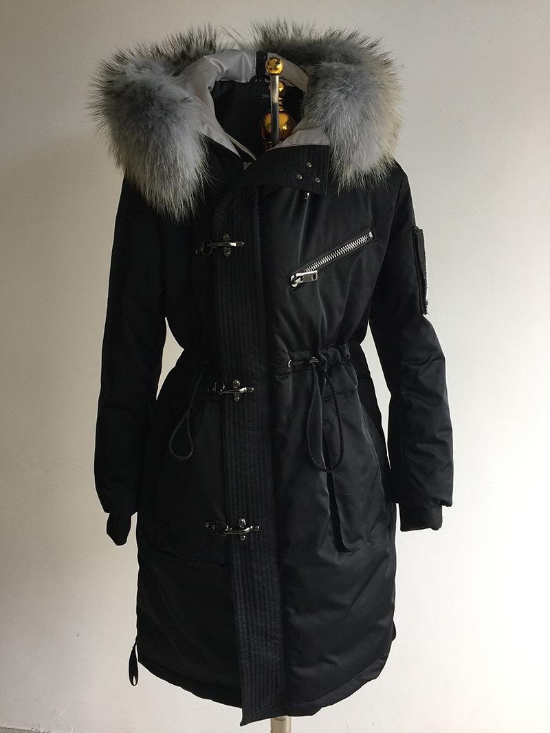 La nueva estrella de la misma al abrigo de hielo del ojo del tiempo caliente y denso con capucha de pelo han ropa