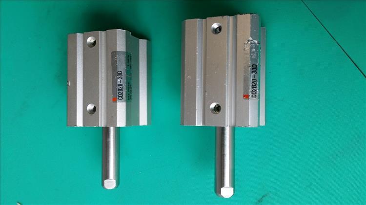 중국 SMCCQ2B20-30D 사각형 신 실린더 가득한 중고 수입 拆机 9층 새로운 특가