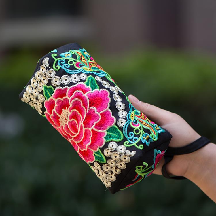 2017新款民族风绣花包包刺绣休闲斜挎小包手机零钱手拿中老年女包