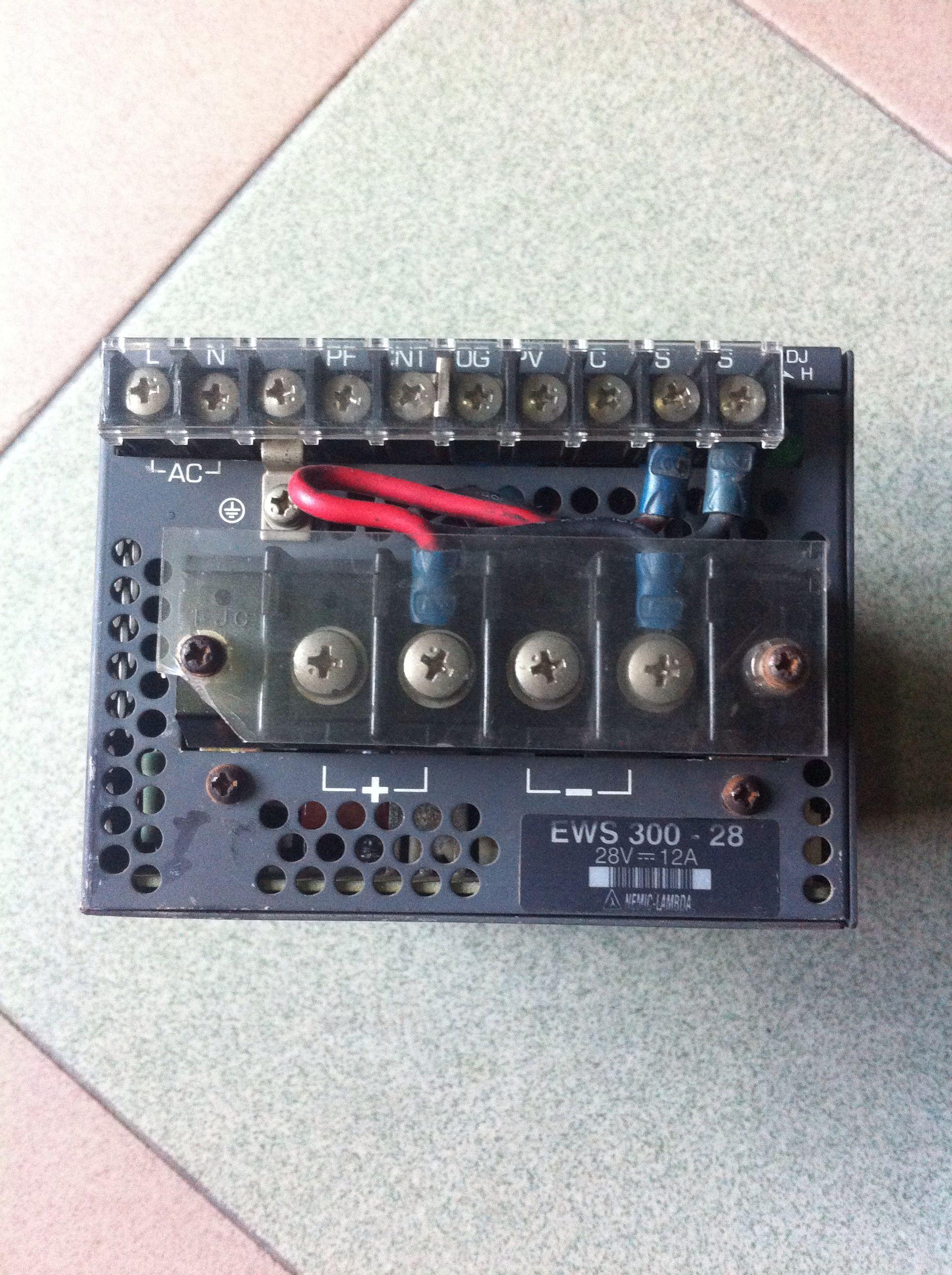 valmistajien on tuotu purkaa EWS300-28LAMBDA virtalähde, testi