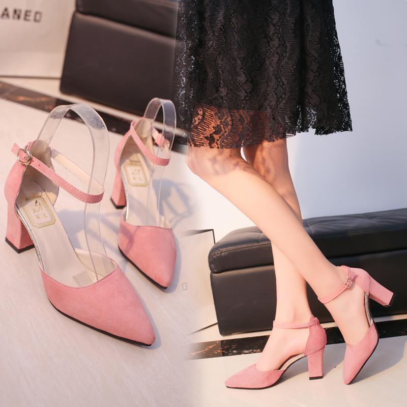 春夏新款一字扣粉色高跟鞋粗跟尖头韩版中空凉鞋女绒面浅口工作鞋