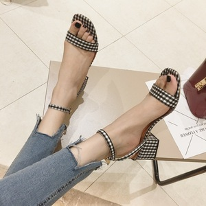 新款韩版一字带流行格仔高跟?#25351;?#20937;鞋