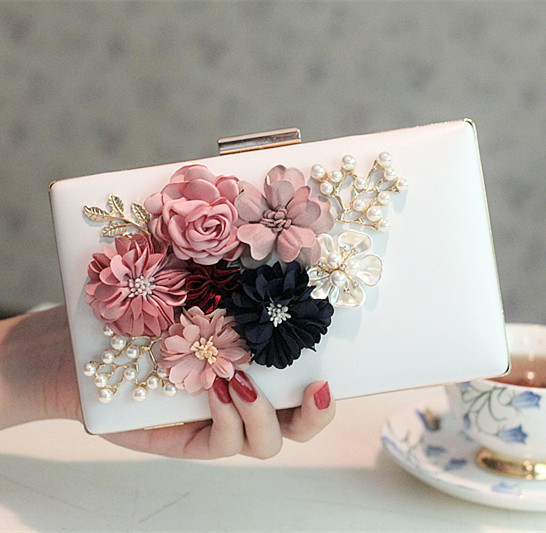 2017 new Korean version of the pearl flower bag dinner bag bag bag party bag handbag chain diagonal package small square bag