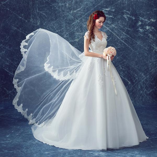 เซ็กซี่ลูกไม้ใหญ่ลึก V คอเชือกแขวนคอหางขนาดใหญ่เจ้าหญิงเจ้าสาวชุดแต่งงาน 2016 ใหม่ 558