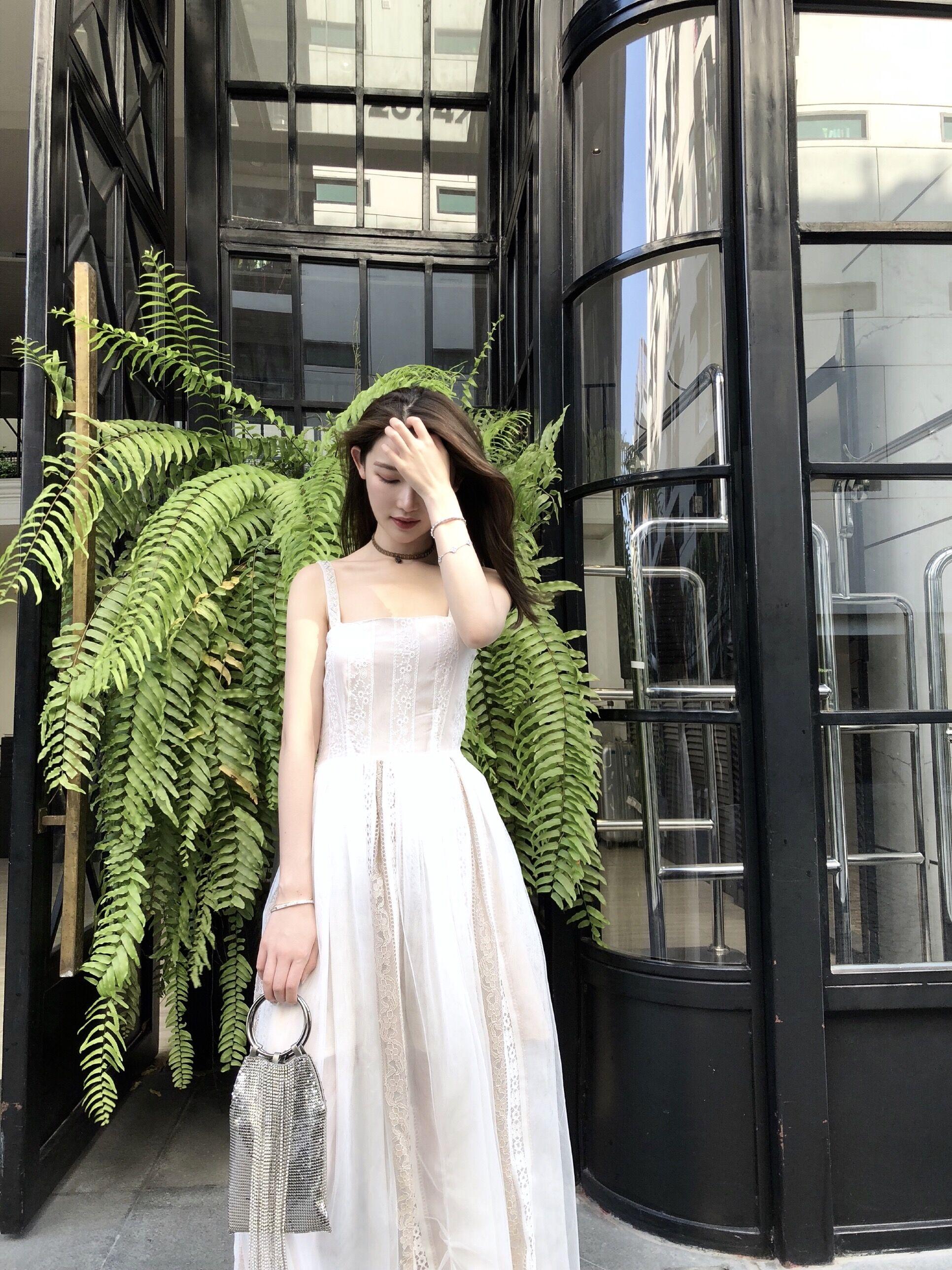 CHICYOU trắng đính cườm dây đeo vai cổ tích eo giảm béo khí thanh lịch thêu lưới sling váy maxi váy
