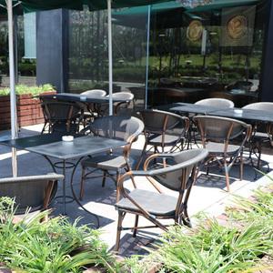 Bàn ngoài trời và ghế kết hợp giải trí đồ nội thất cafe sân sân thượng bên ngoài ban công ngoài trời ghế mây ba hoặc năm bộ