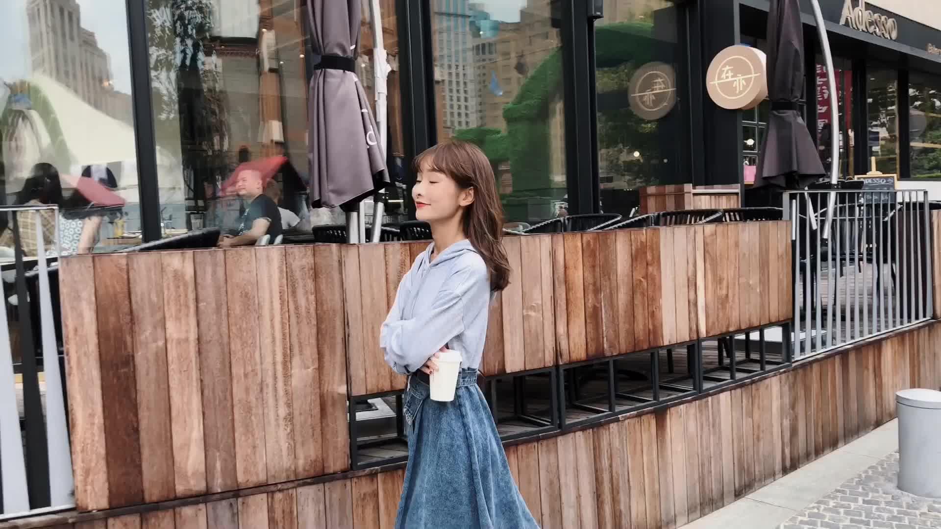 朵维思2018新款秋装韩版休闲连帽卫衣裙拼接牛仔连衣裙