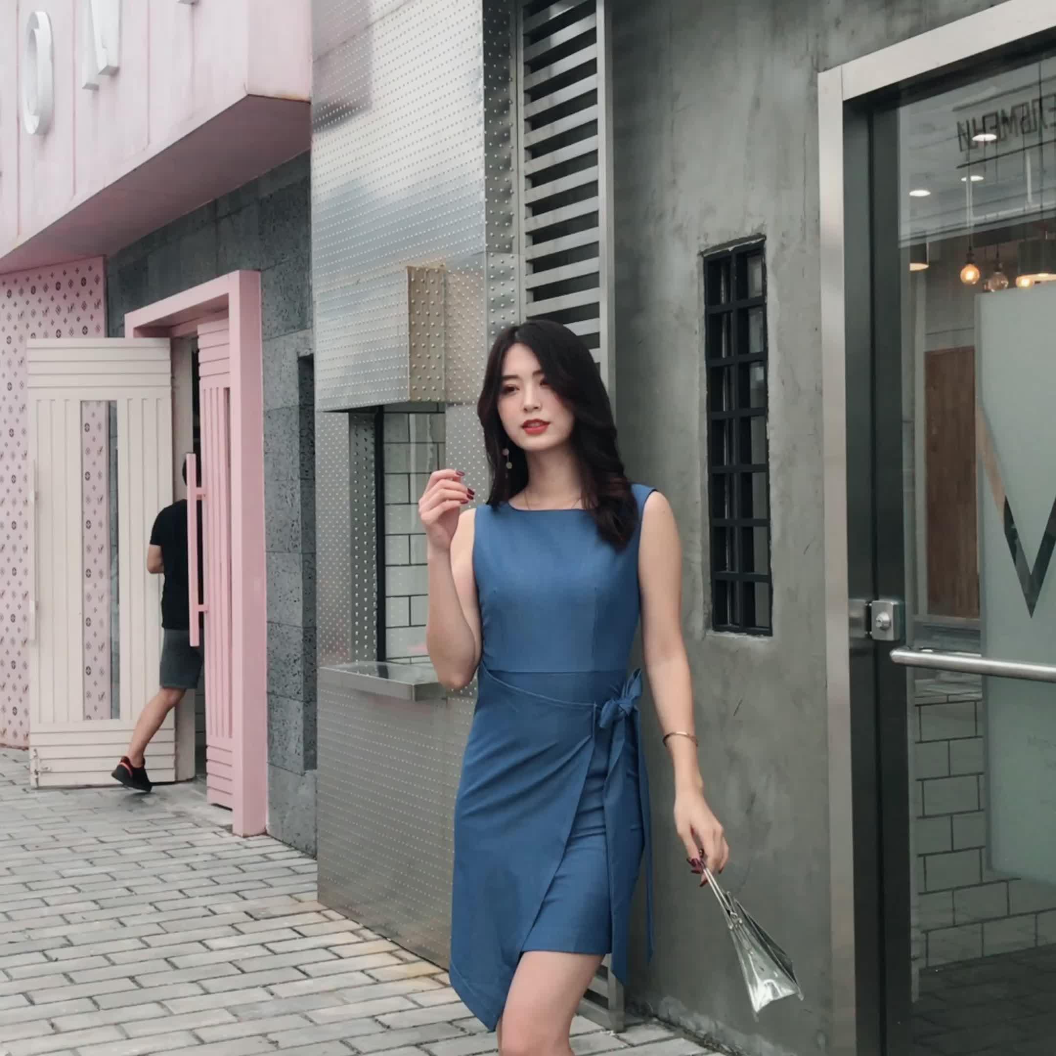 夏裝2019新款女修身顯瘦不對稱蝴蝶結綁帶小露背包臀連衣裙LB2157