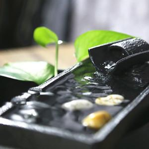 Gốm đồ trang trí nước văn phòng máy tính để bàn đài phun nước phòng khách gió bánh xe nước may mắn tạo độ ẩm bể cá món quà nhỏ Zen