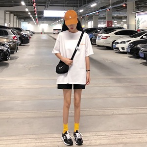 亚博娱乐平台入口实价9611#韩版宽松背后印花短袖t恤半袖上衣女学生潮