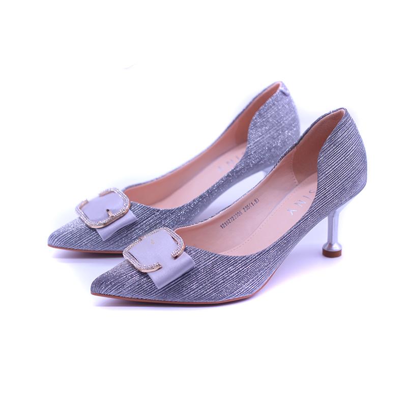 卓诗尼秋新款流行浅口单鞋女尖头细跟皮带装饰时装鞋女
