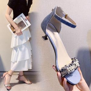 字带凉鞋女3cm夏季中跟仙女新款细跟小跟高跟鞋百搭猫跟鞋