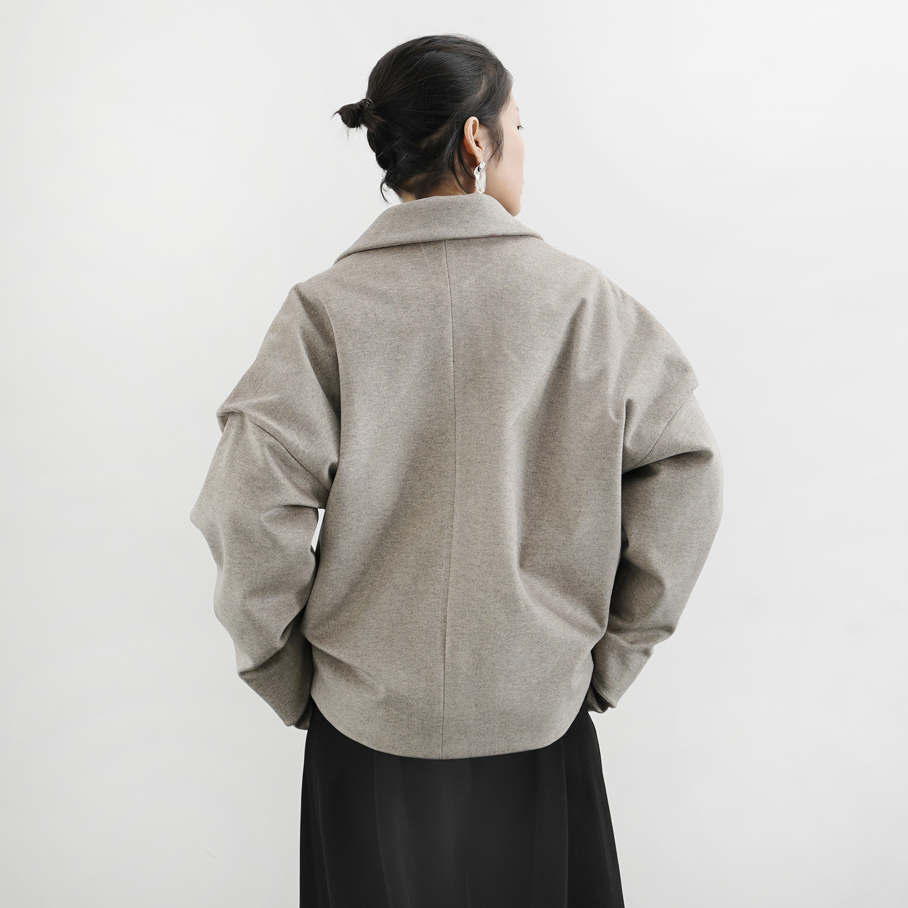明天藝術家18A/W 燕麦灰两件式廓形夹棉短款呢外套
