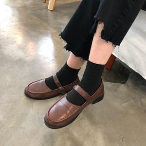2018 mới của Hàn Quốc phiên bản của vòng đầu retro may chủ đề người Anh từ khóa nông miệng giày nhỏ nữ sinh viên thấp để giúp duy nhất giày