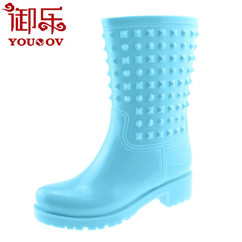 Yule mưa ủng nữ màu rắn ống giữa thời trang đinh tán không thấm nước mưa ủng giày cao su giày nước overshoes - Rainshoes