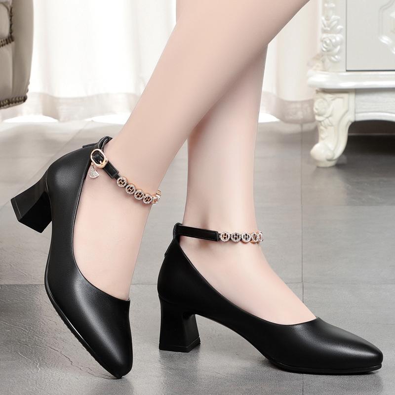 妈妈鞋软底软皮中跟单鞋一字扣皮鞋透气真皮